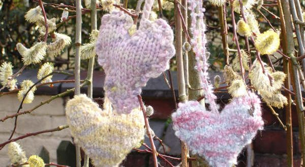knit project: knitted hearts for the beginners knitting class in altrincham with debbie tomkies of dt craft and design